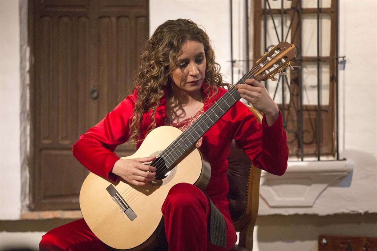 Lecture-demonstration with classical guitarist Daiana Ferreira Da Costa