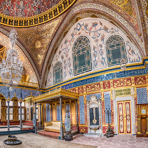 Topkapi Palace: The Sultan's Opulent Seat of Power