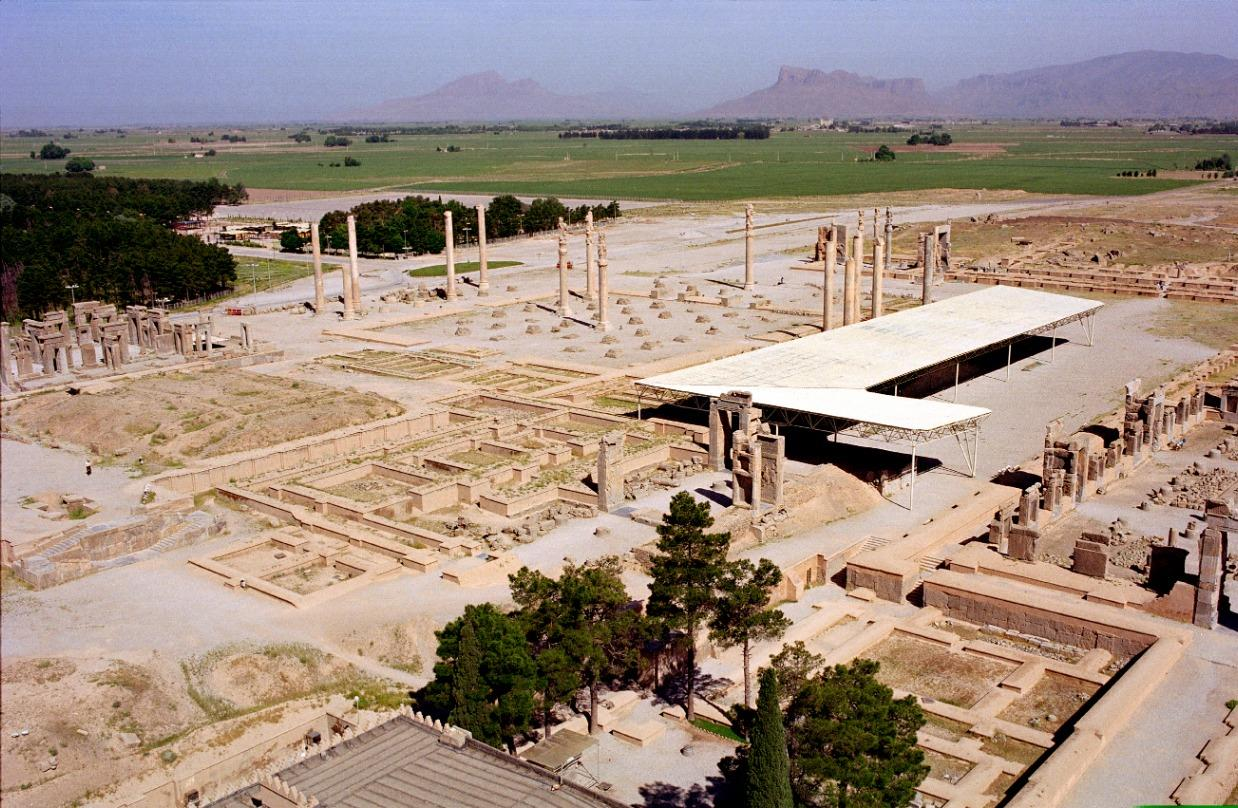 Pasargadae and Persepolis Revisited: The Extended Achaemenid Cities beyond the Royal Palaces